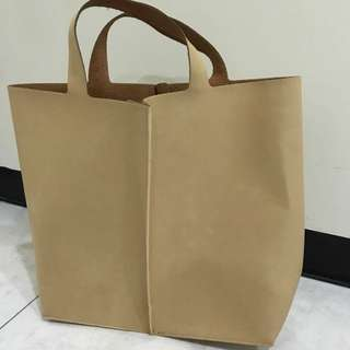 白皮革包包