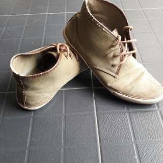 Sepatu Mid Ankle TOPMAN