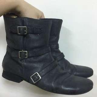 nine west 黑短靴對折250(到5月底)