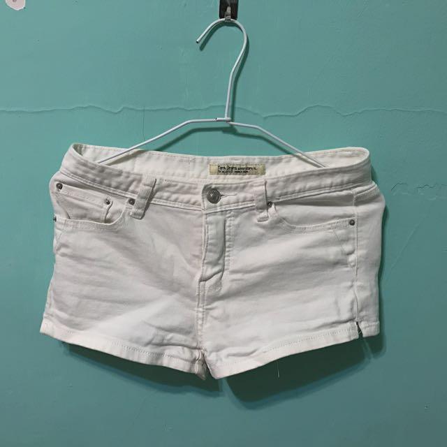 白色簡約短褲