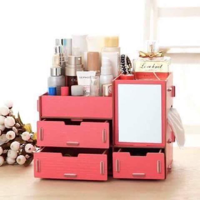 Accessories and make up storage