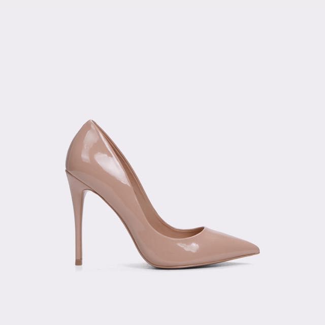 Aldo pumps in *Stessy*