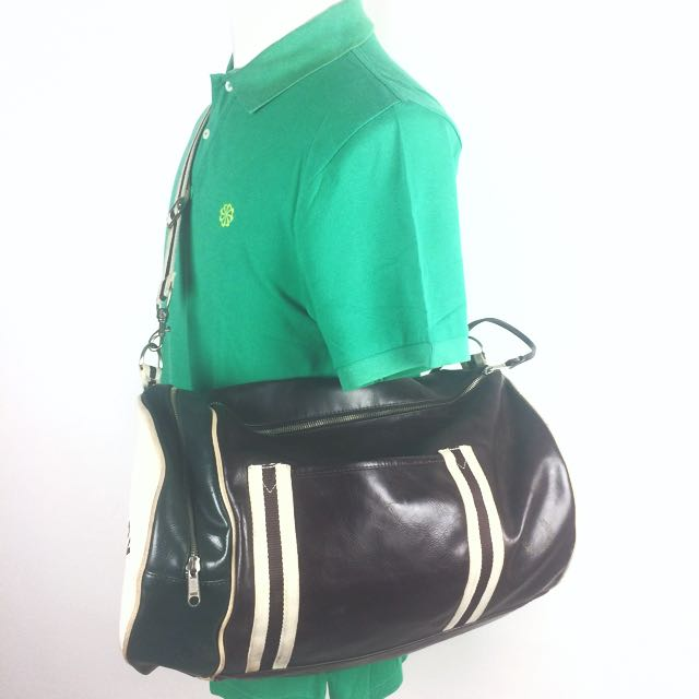 Auth FRED PERRY Classic Barrel Gym Bag Travel Unisex