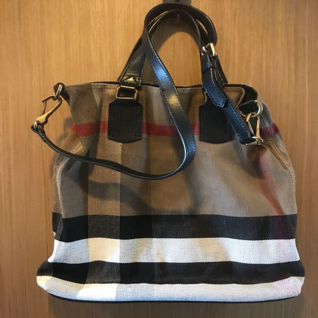 💕💕Authentic Burberry Sling Bag, Luxury, Bags   Wallets on Carousell b8096ebfc4