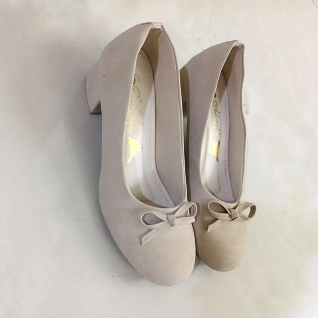New Beige Pump Heels Shoes
