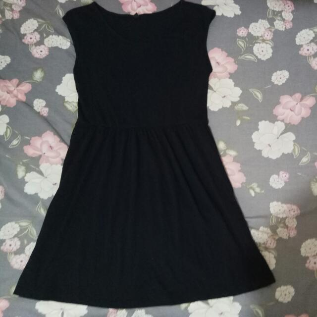 dress hitam uniqlo