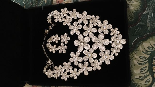 Flower Necklace And Ratings