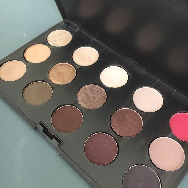 MAC 15 Eyeshadow Filled Palette