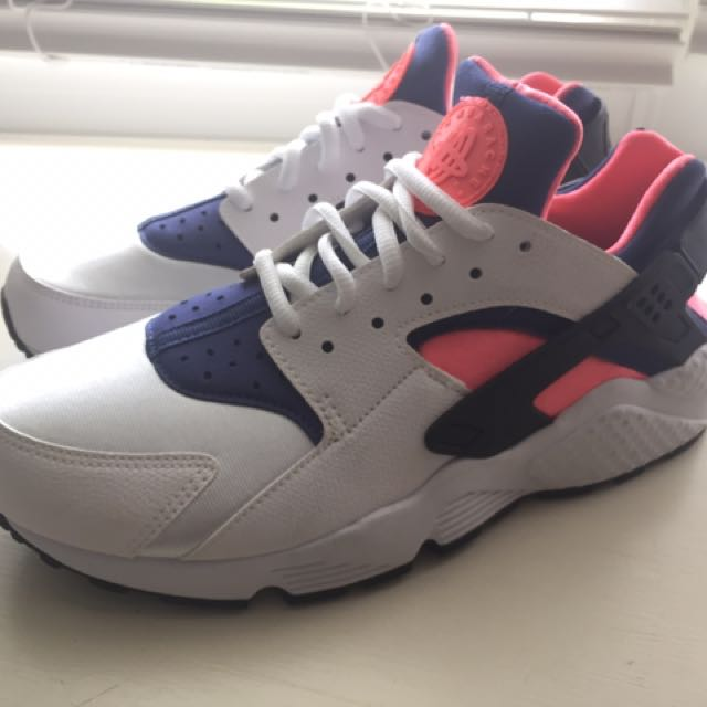 NIKE AIR HUARACHE RUN SIZE 8.5
