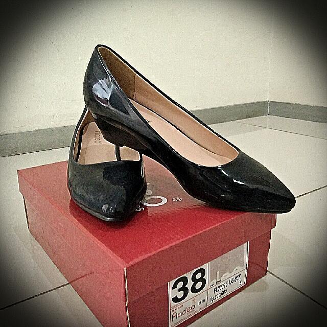 Sepatu Fladeo Hitam Size 38 1873d2a94d