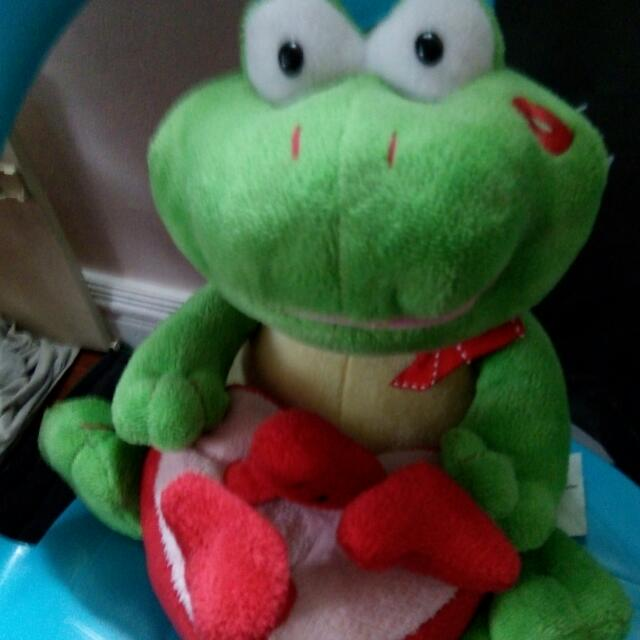 Singing Frog Battery Operated Toy
