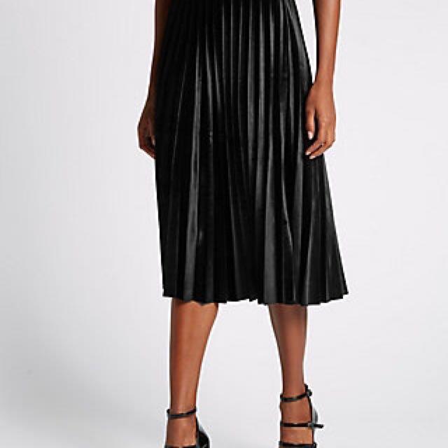 Velvet Pleated Midi Skirt (black)