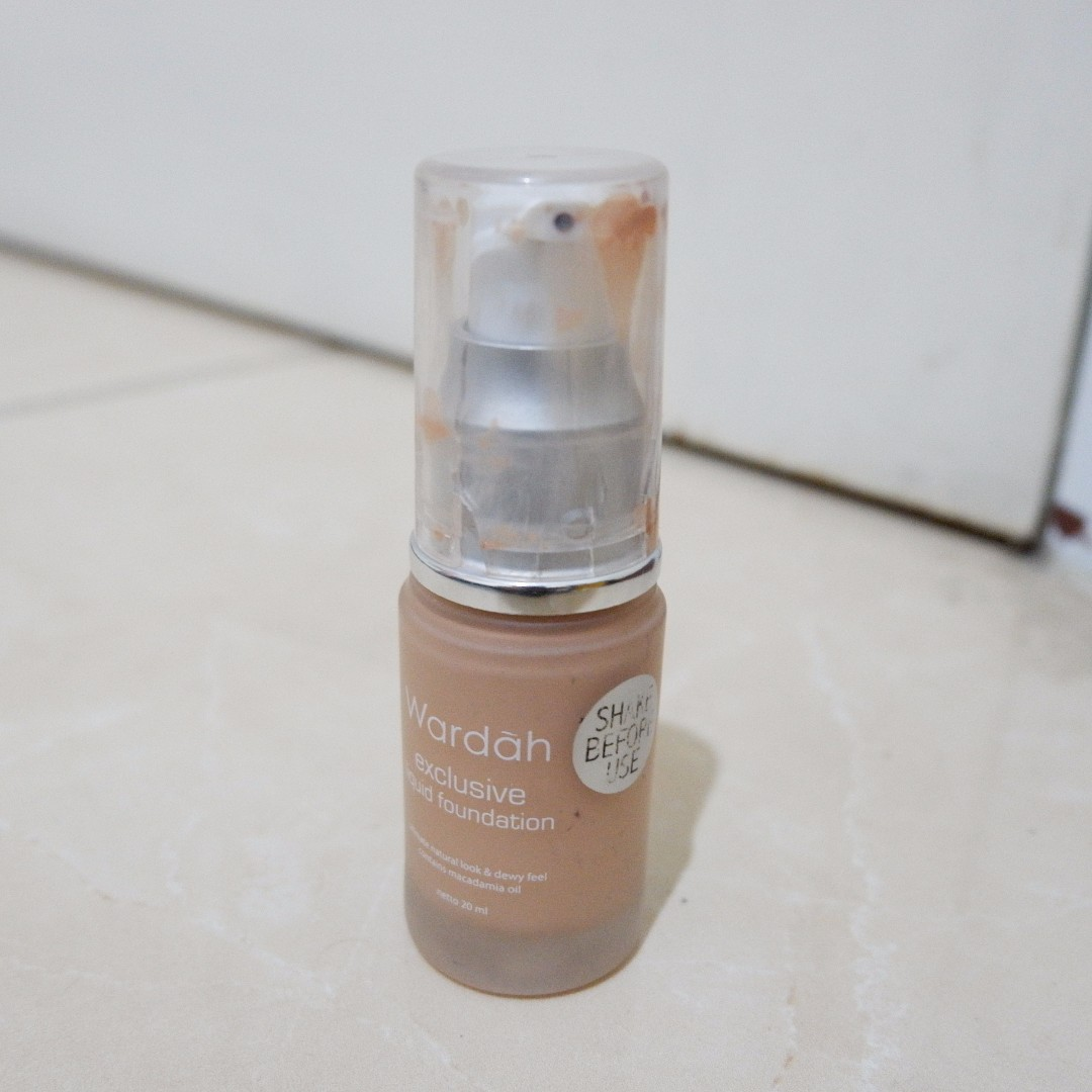 Wardah Exclusive Liquid Foundation 03 Sandy Baige Health Beauty Makeup On Carousell