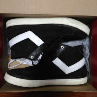 Shoes - White On Black: Pony Size 10