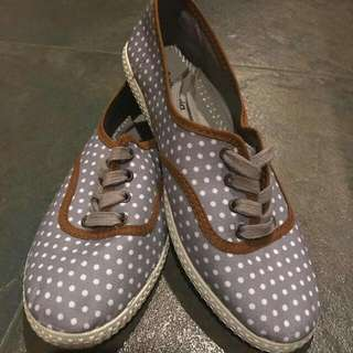 Brand New Victoria Sneakers Size 5 Gray And White Polka Dots
