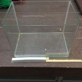 Fish Tank For Small Fishes 25cm(L) X 17cm(W) X 18cm(H)