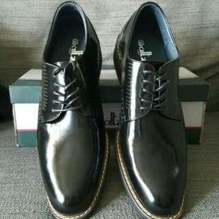 黑色時尚皮鞋
