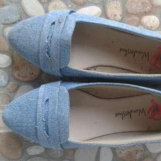 Sepatu Wondershoes