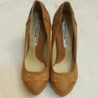 pump high heel brown pattern