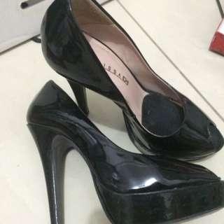 Sepatu HIGH Heels Dari LINEA