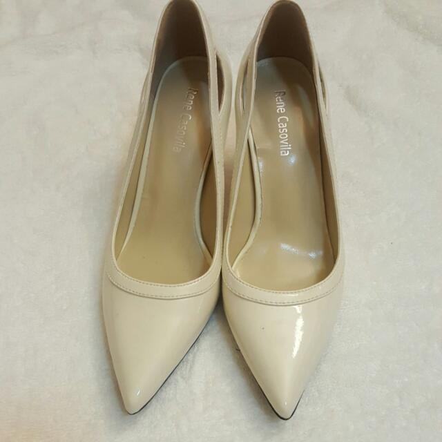 Brand new white pointy pump high heel