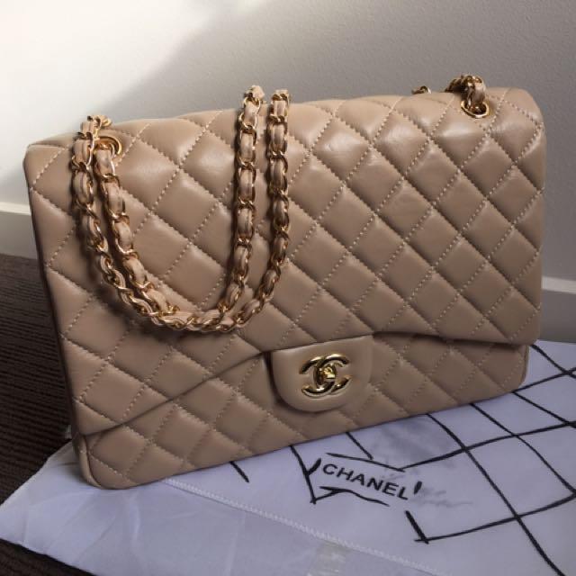 Beige Chanel Jumbo 34cm