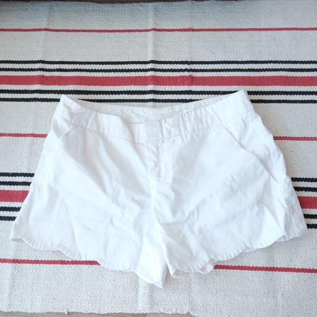 CLUB MONACO Scallop Hem Shorts