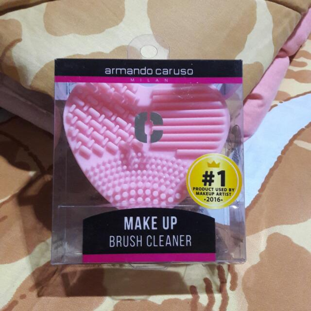 MAKE UP BRUSH CLEANER by ARMANDO CARUSO
