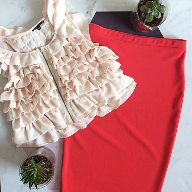 Ruffle Vest & Bodycon Skirt Outfit