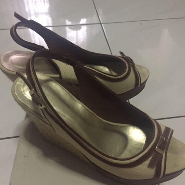 Preloved Vincci Wedges