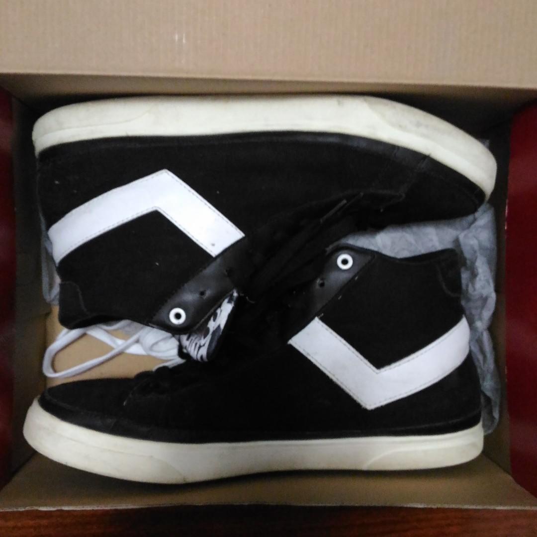 Shoes - White On Black: Pony Size 10