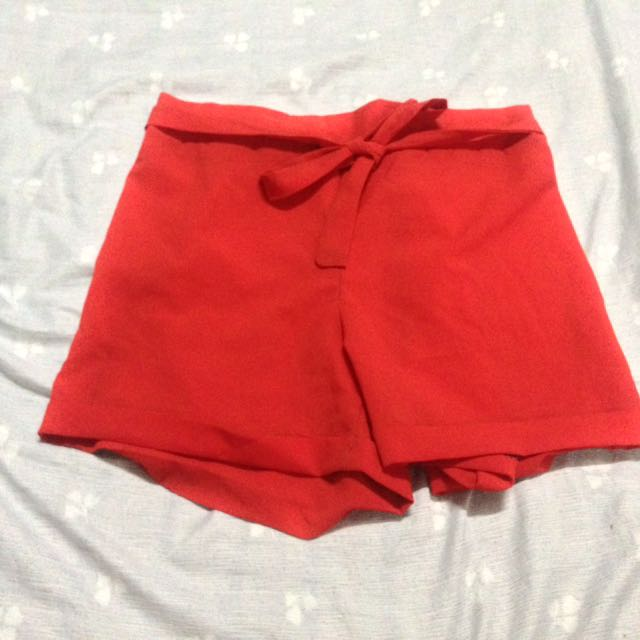 🌸 Stretchable Red Shorts