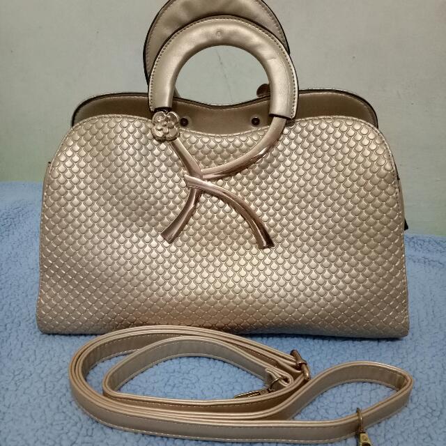 Tas Fashion Gold Sling Bag