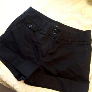 H&M Shorts BLACK. Size 6.
