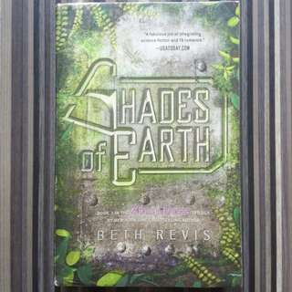 Shades of Earth - Beth Revis (Across the Universe Author)