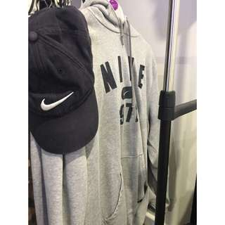Nike Jumper And Nike 6 Panel cap Included.