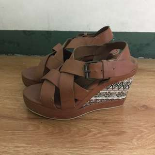 Pill Brown Wedge With Aztec Print