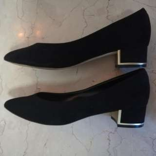Charles and Keith black pointed low heels
