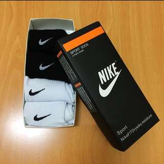 Nike 中筒襪