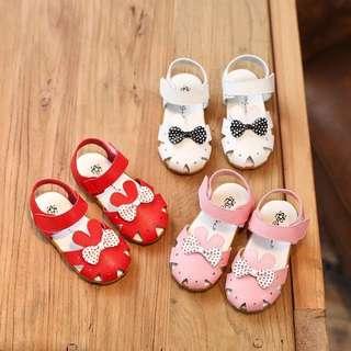 新款嬰兒膠底學步鞋。250元