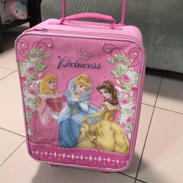 迪士尼樂園的粉紅色公主拉桿箱