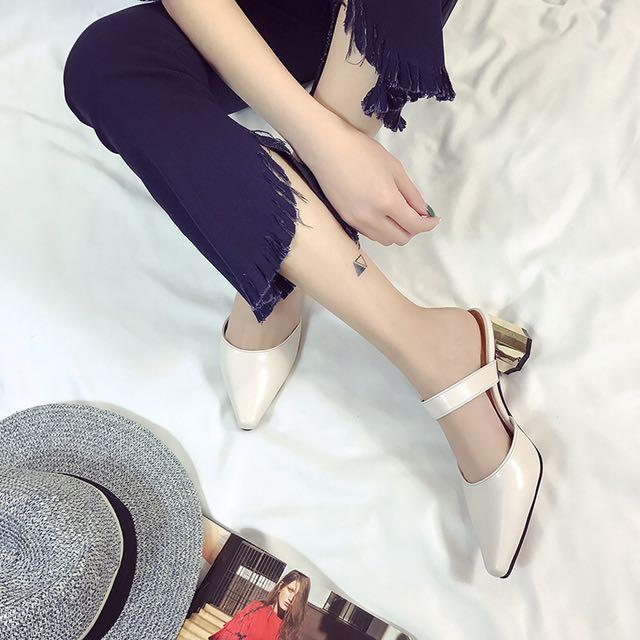 👠金屬扣粗跟尖頭鞋
