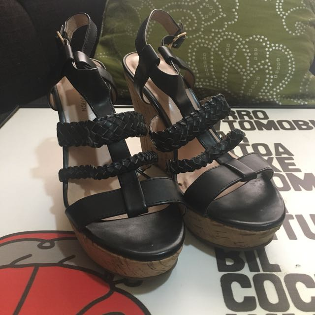 BCBG Generation Wedge Platform Size 7