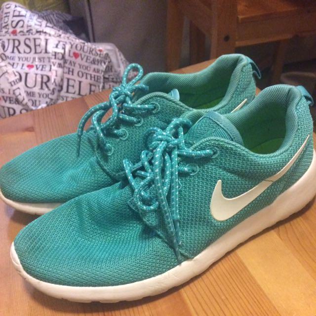 Nike Roshe Size 8 (39)