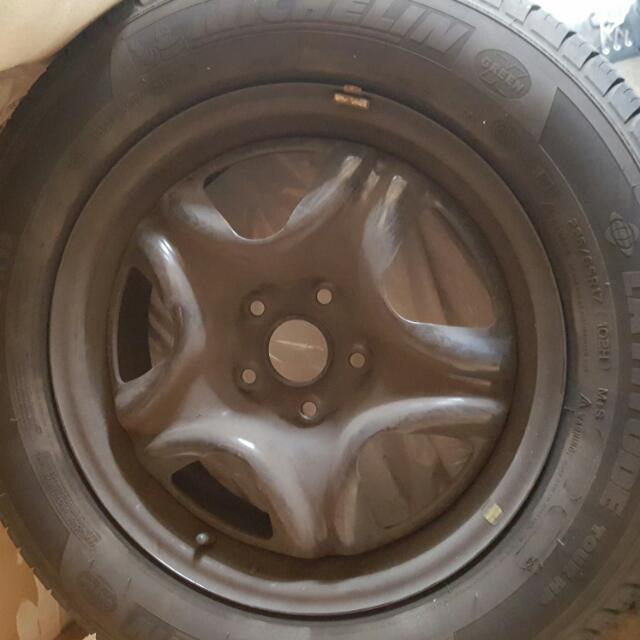Set of 4 Michelin tires 225/65 R17