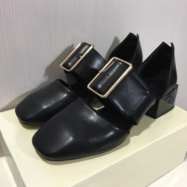 Something Borrowed黑色尖頭寬帶繞踝粗跟懶人鞋