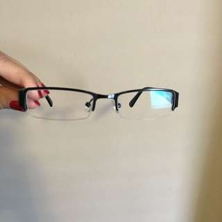 UNISEX BLACK FRAME WITH LENSE