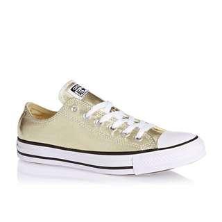Converse 金色帆布鞋