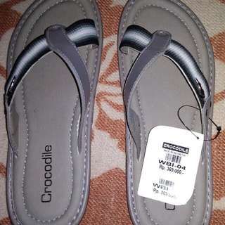 Sandal Merk Crocodile
