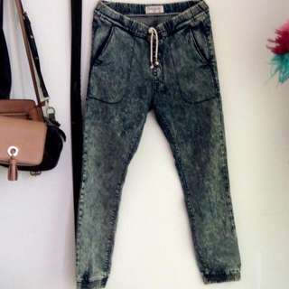Hardware Joger Washed Denim